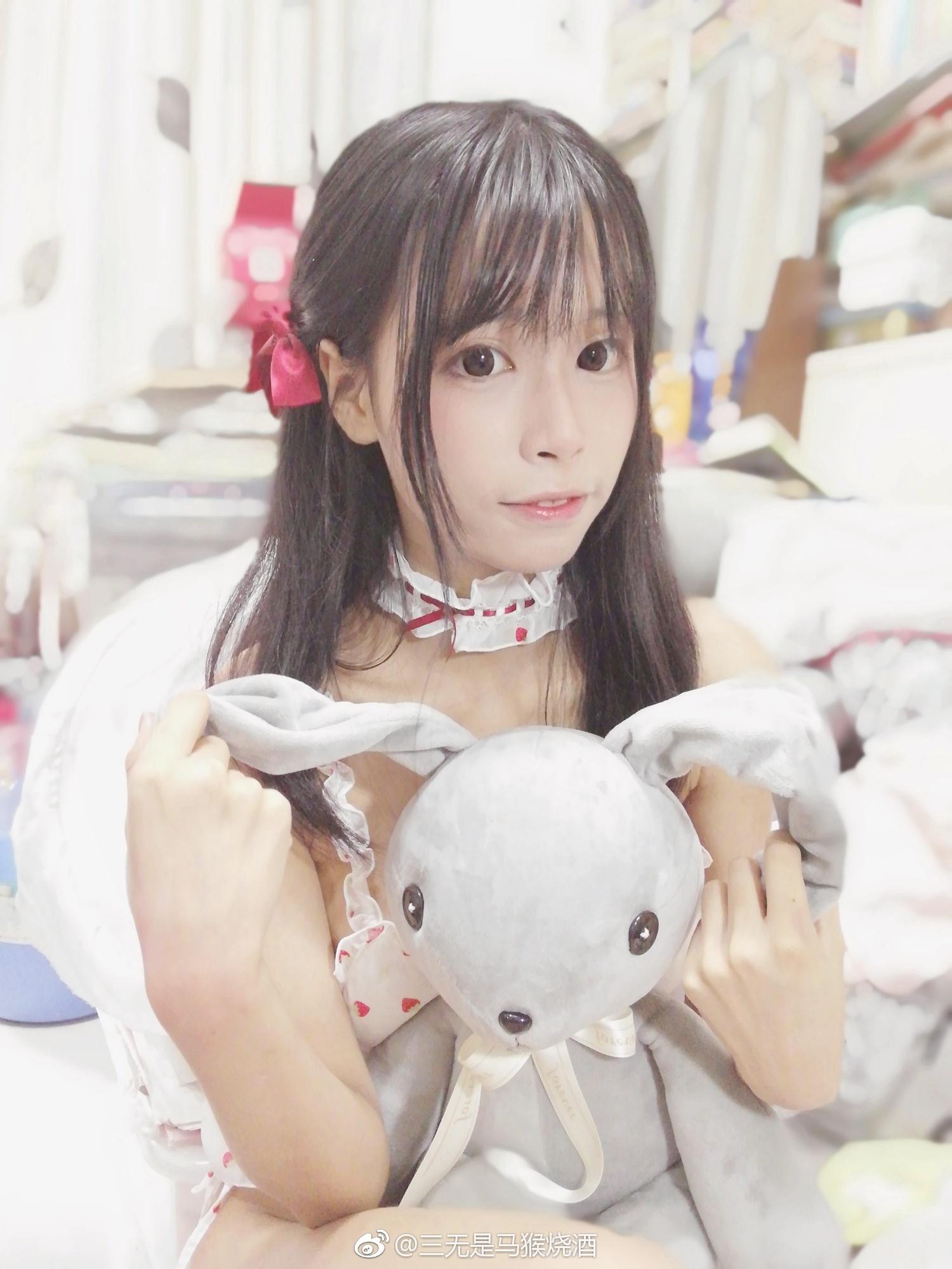 萌妹子福利图片:@三无是马猴烧酒的草莓睡衣(9P)