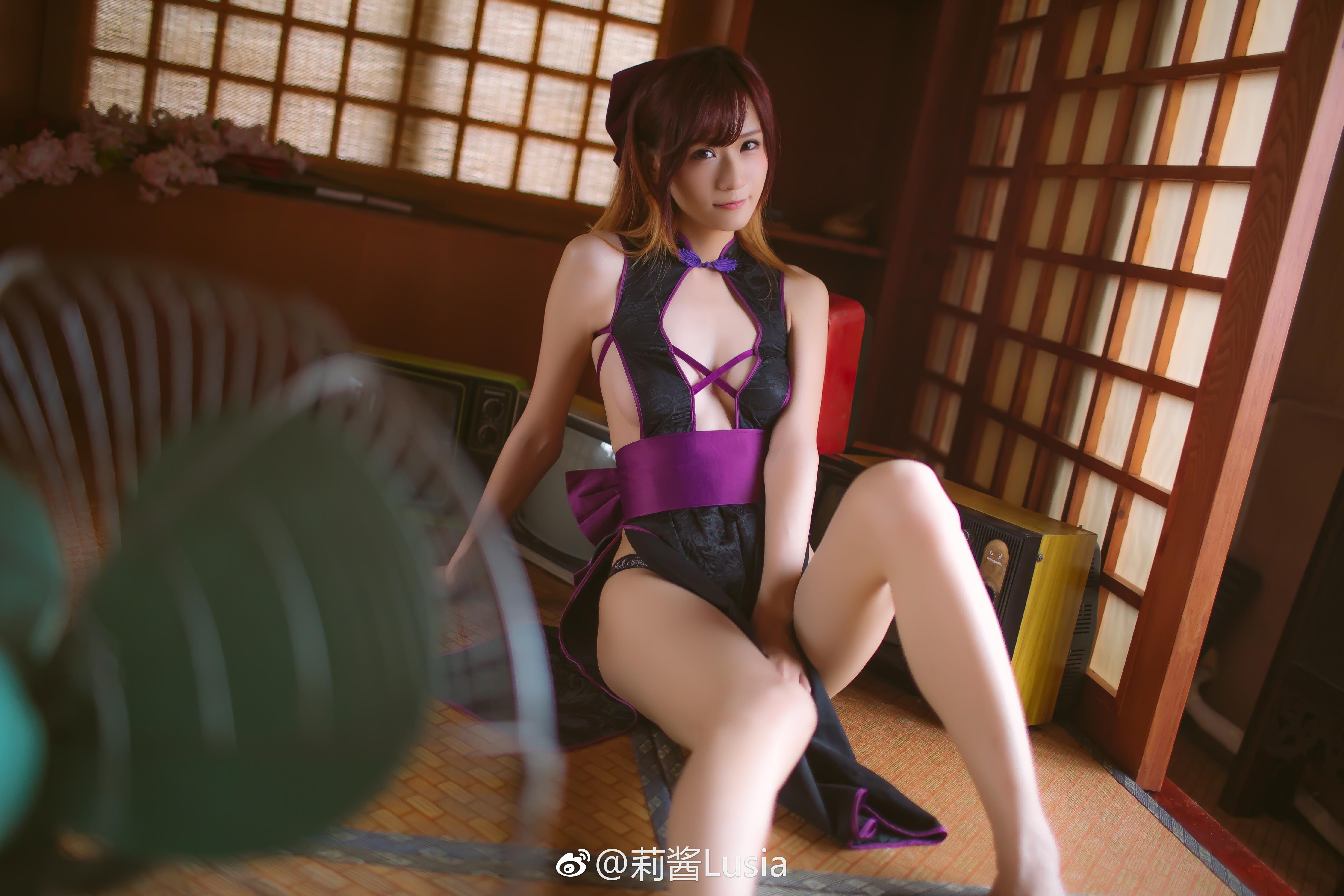 萌妹子的开胸又开衩情趣旗袍(9P)