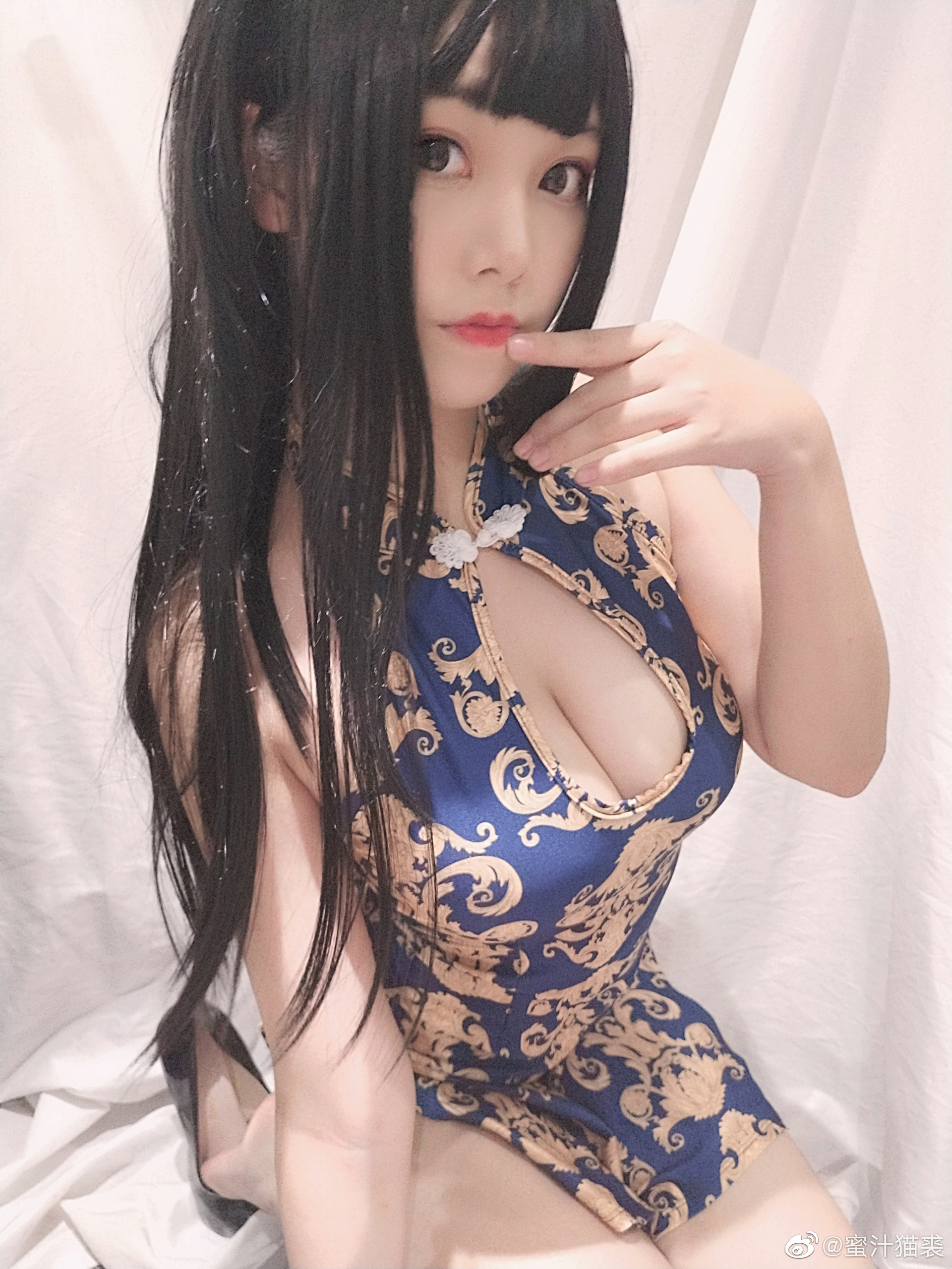 这旗袍,这身材比例,想社保啊!