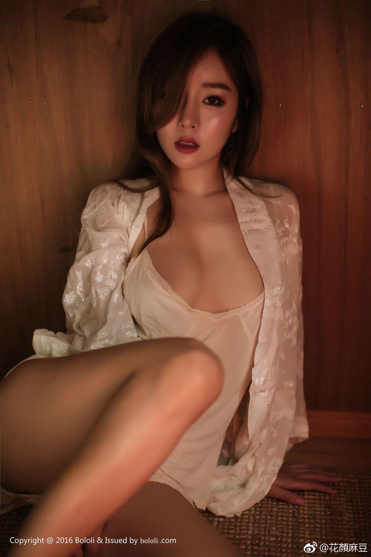 BoLoli波萝社王雨纯白色内衣性感风情  (9P)