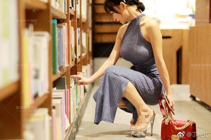 魔镜美女街拍系列:前凸后翘的完美身材  美女写真-第5张