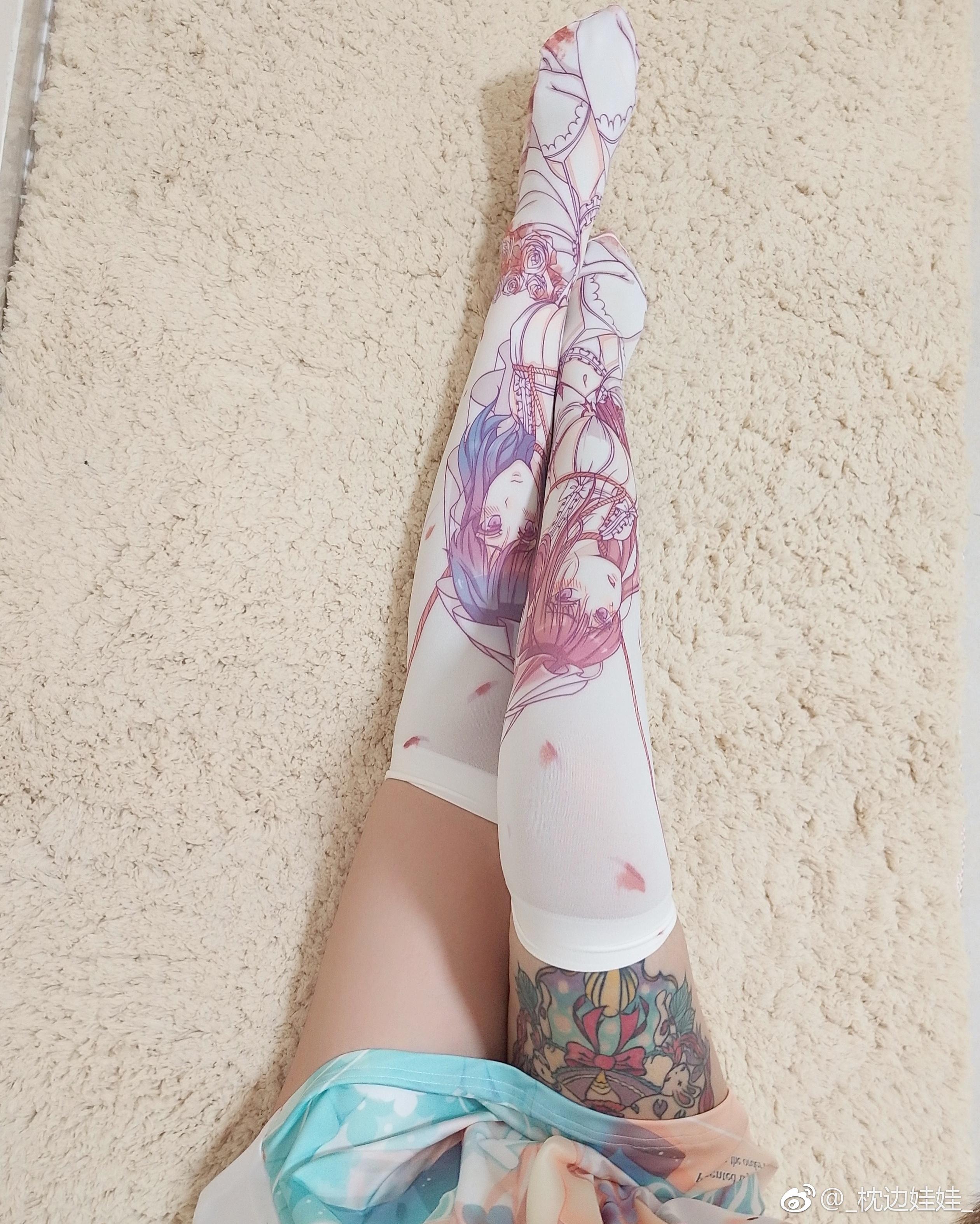 腿控福利:萌妹子的动漫过膝袜试穿(9P)