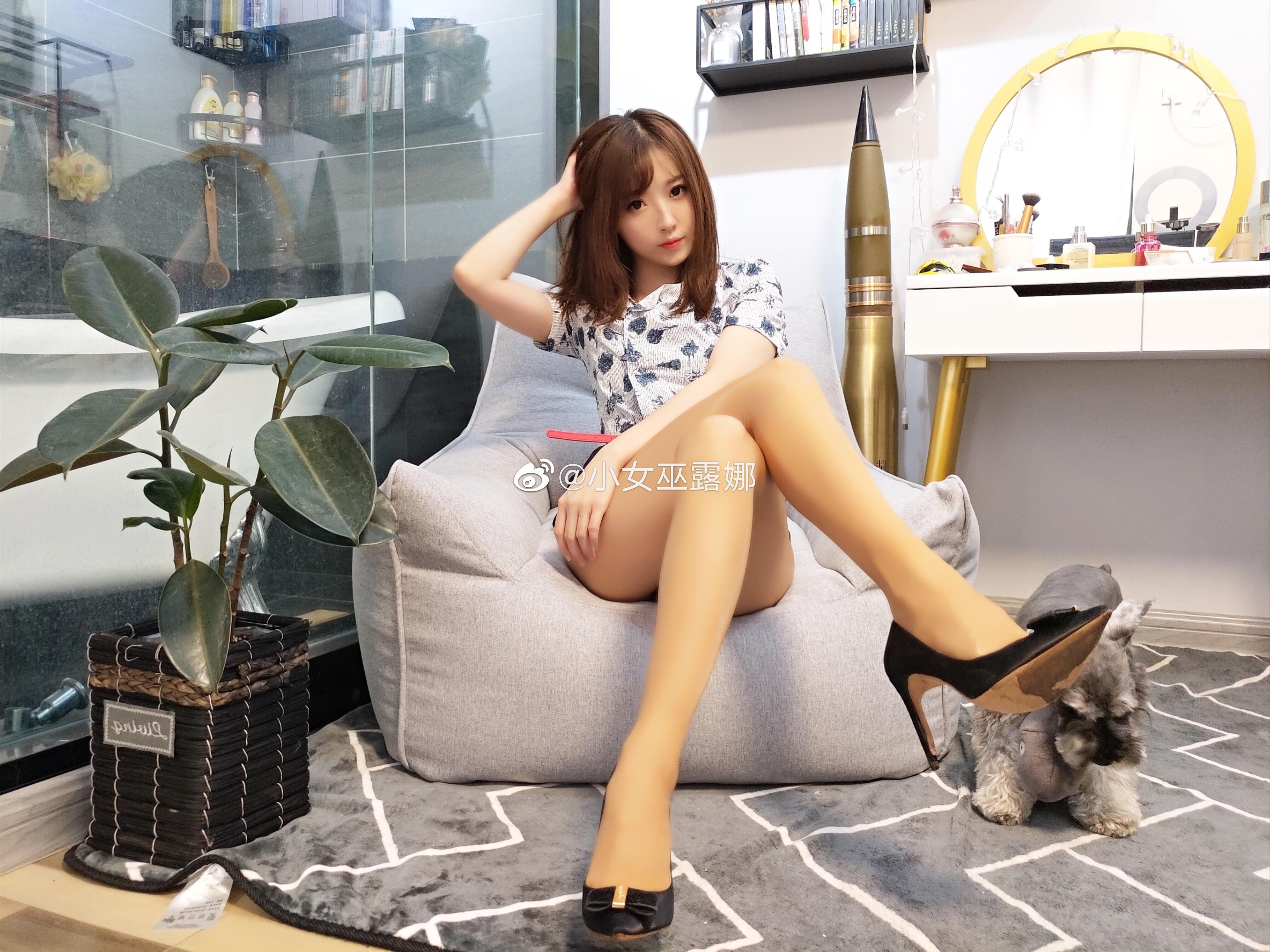 斗鱼主播小女巫露娜的腿子图集 美女写真-第19张