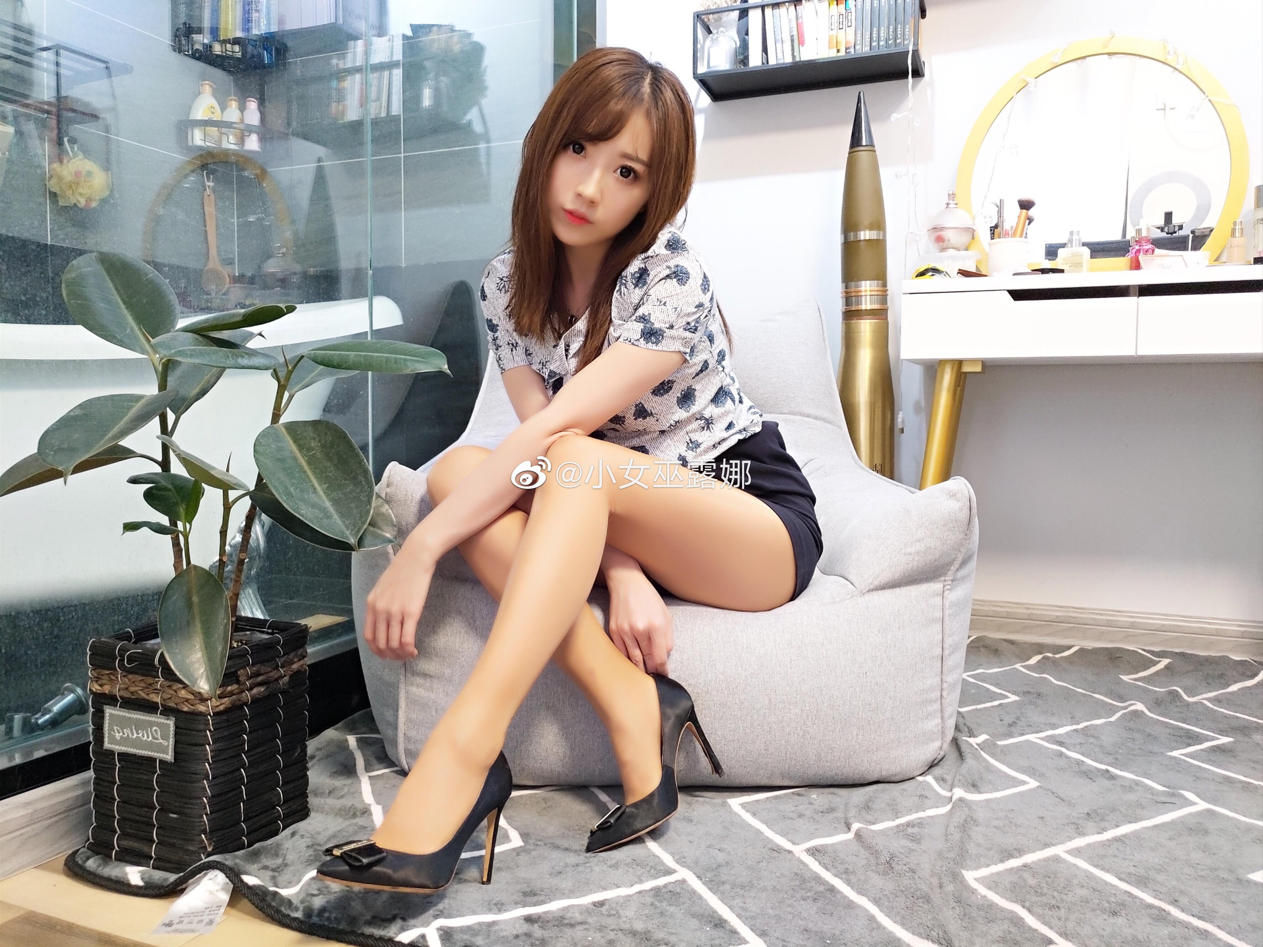 斗鱼主播小女巫露娜的腿子图集 美女写真-第21张