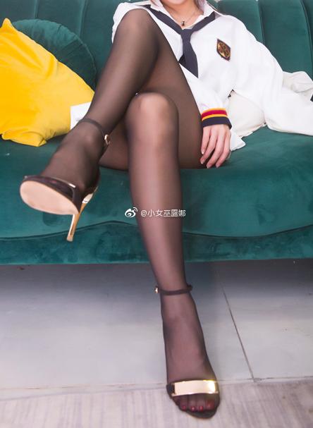 斗鱼主播小女巫露娜的腿子图集 美女写真-第14张