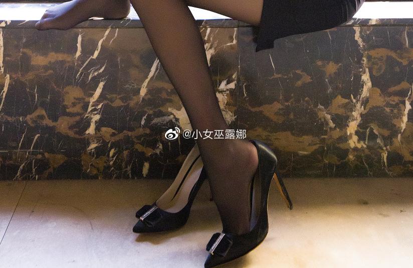 斗鱼主播小女巫露娜的腿子图集 美女写真-第16张