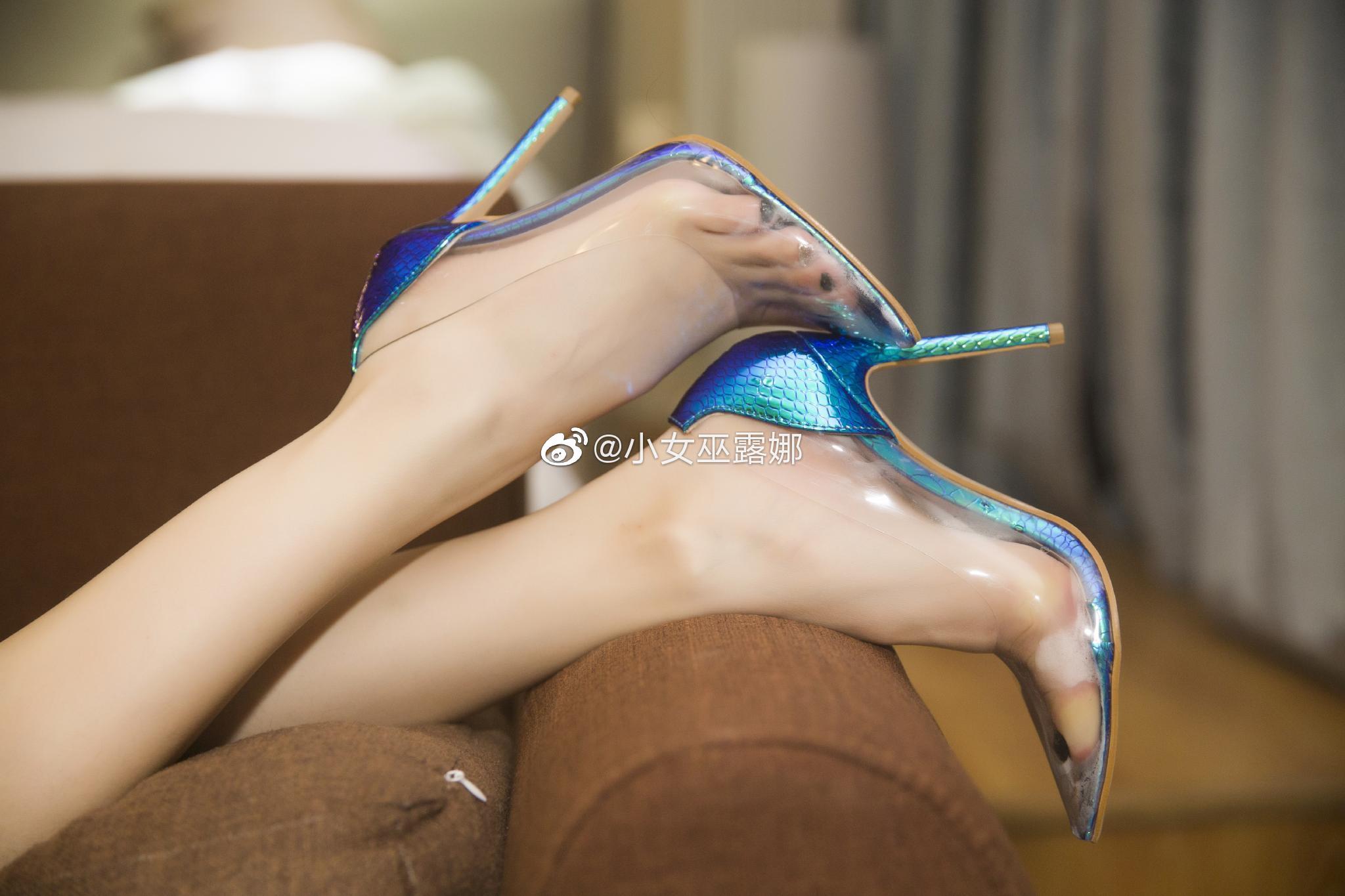 斗鱼主播小女巫露娜的腿子图集 美女写真-第13张