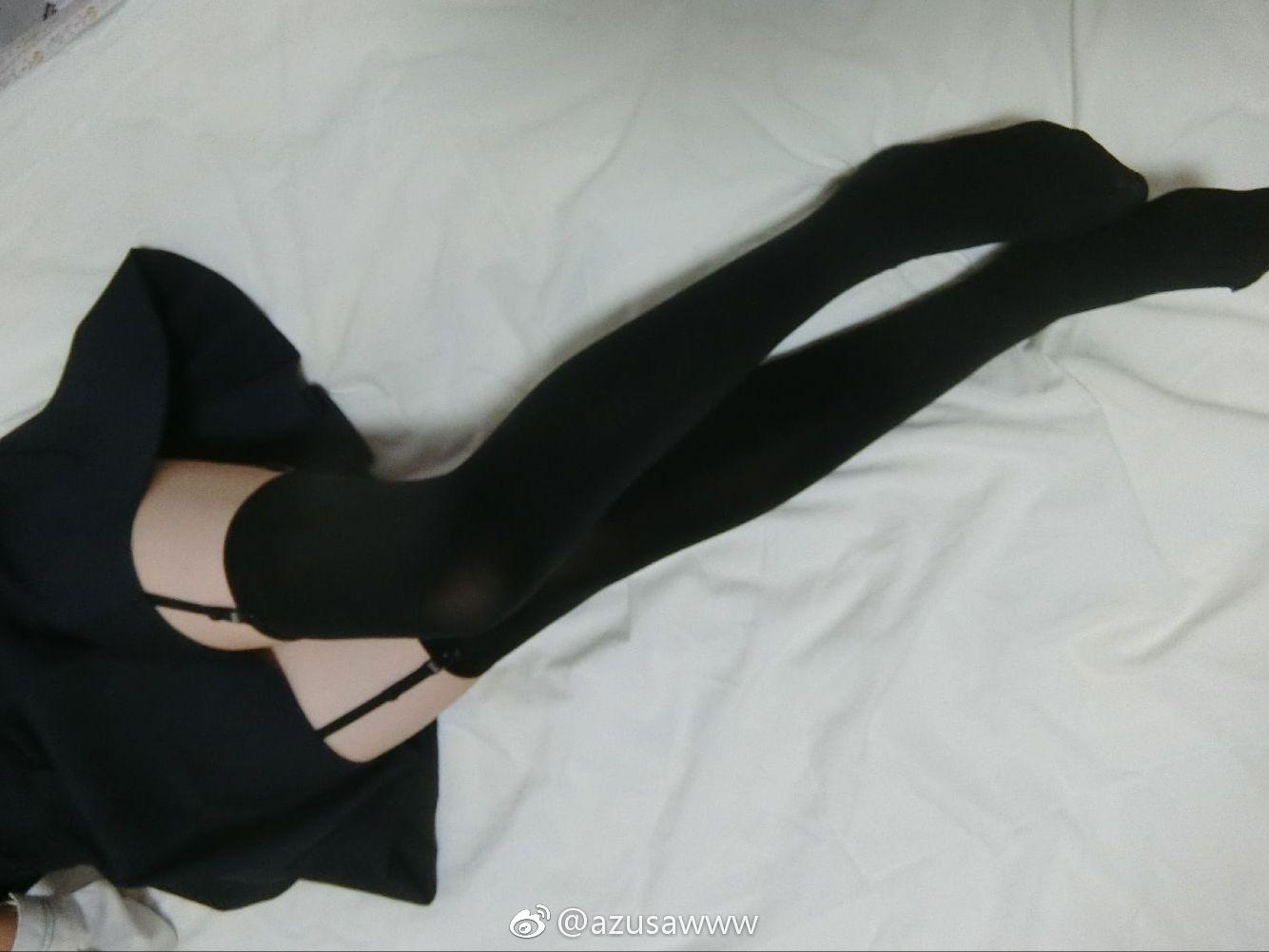 萌妹一尾阿梓的床上吊带黑丝美腿~(9P)