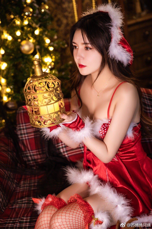 漂亮小姐姐迟来的圣诞片(9P)