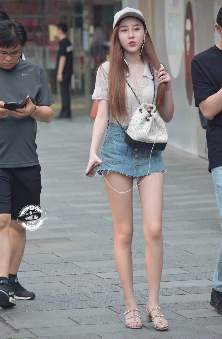 街头偶遇的大长腿,这腿连缩略图都要装不下了(9P)