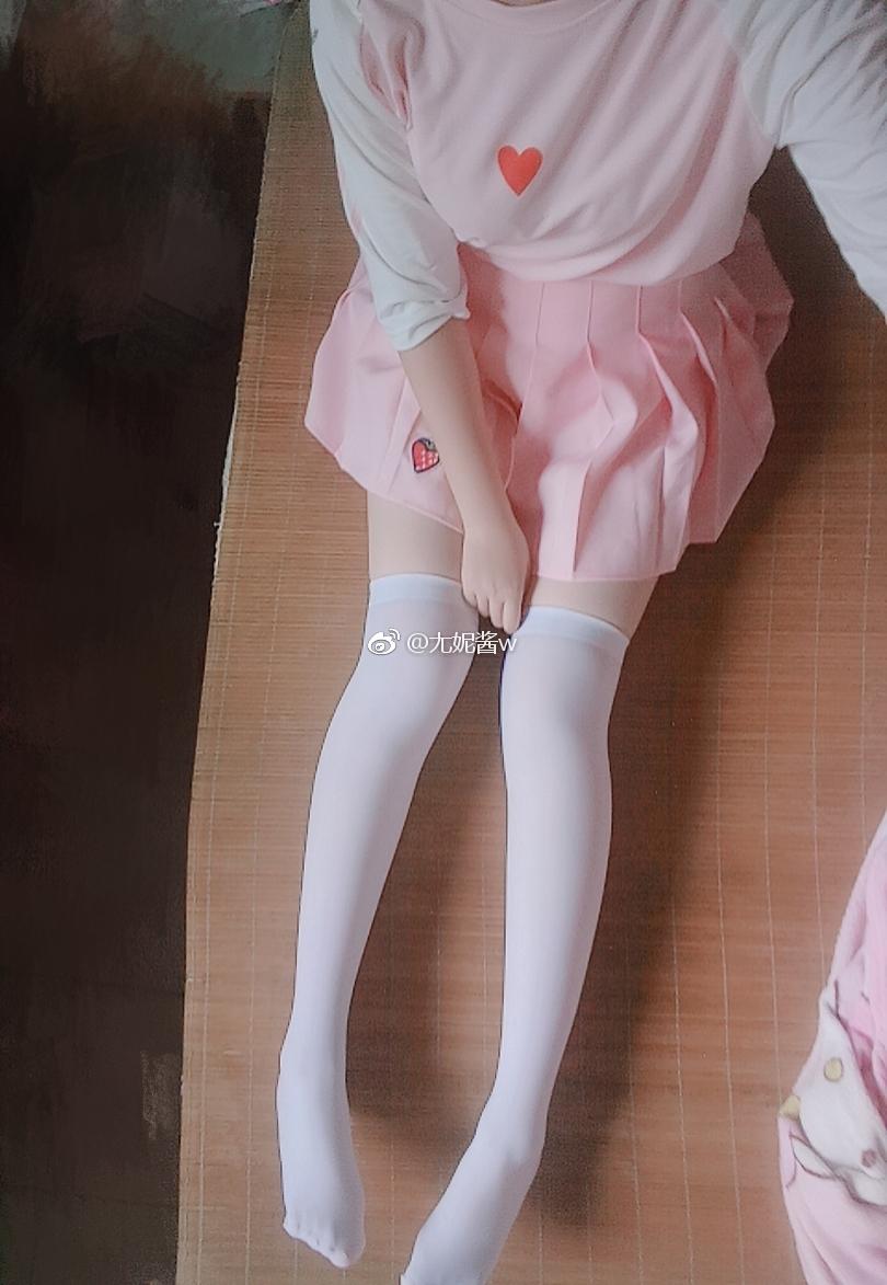 【萌妹子网7.30】喜欢@尢妮酱w的白丝吗?(9P)