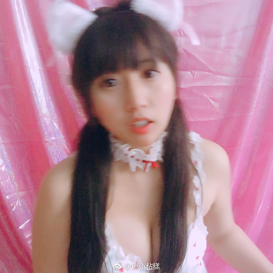 萌妹子福利自拍,可爱草莓睡衣穿给你看(9P)