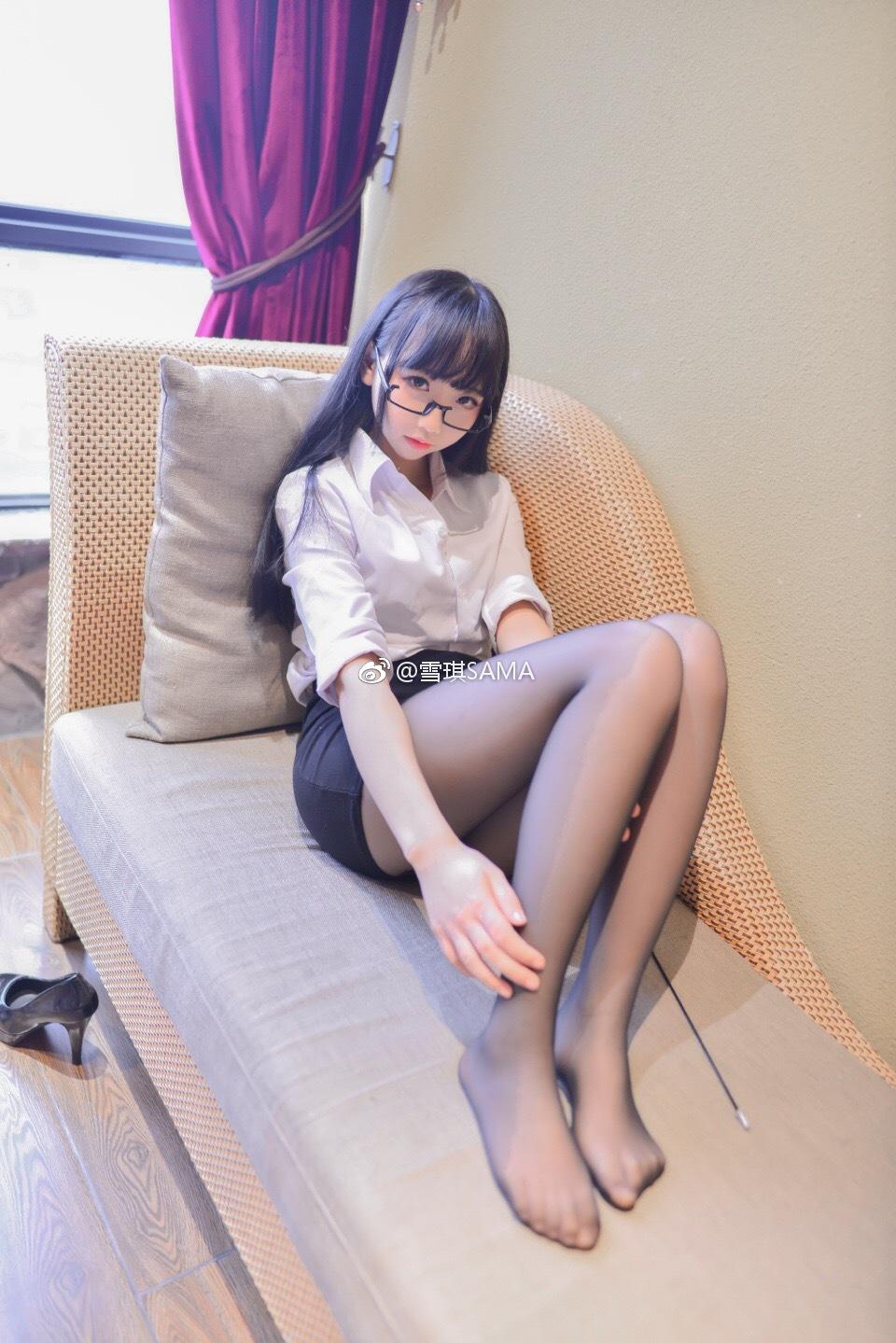 【萌妹子网福利图片】雪琪大魔王的丝袜美腿(9P)