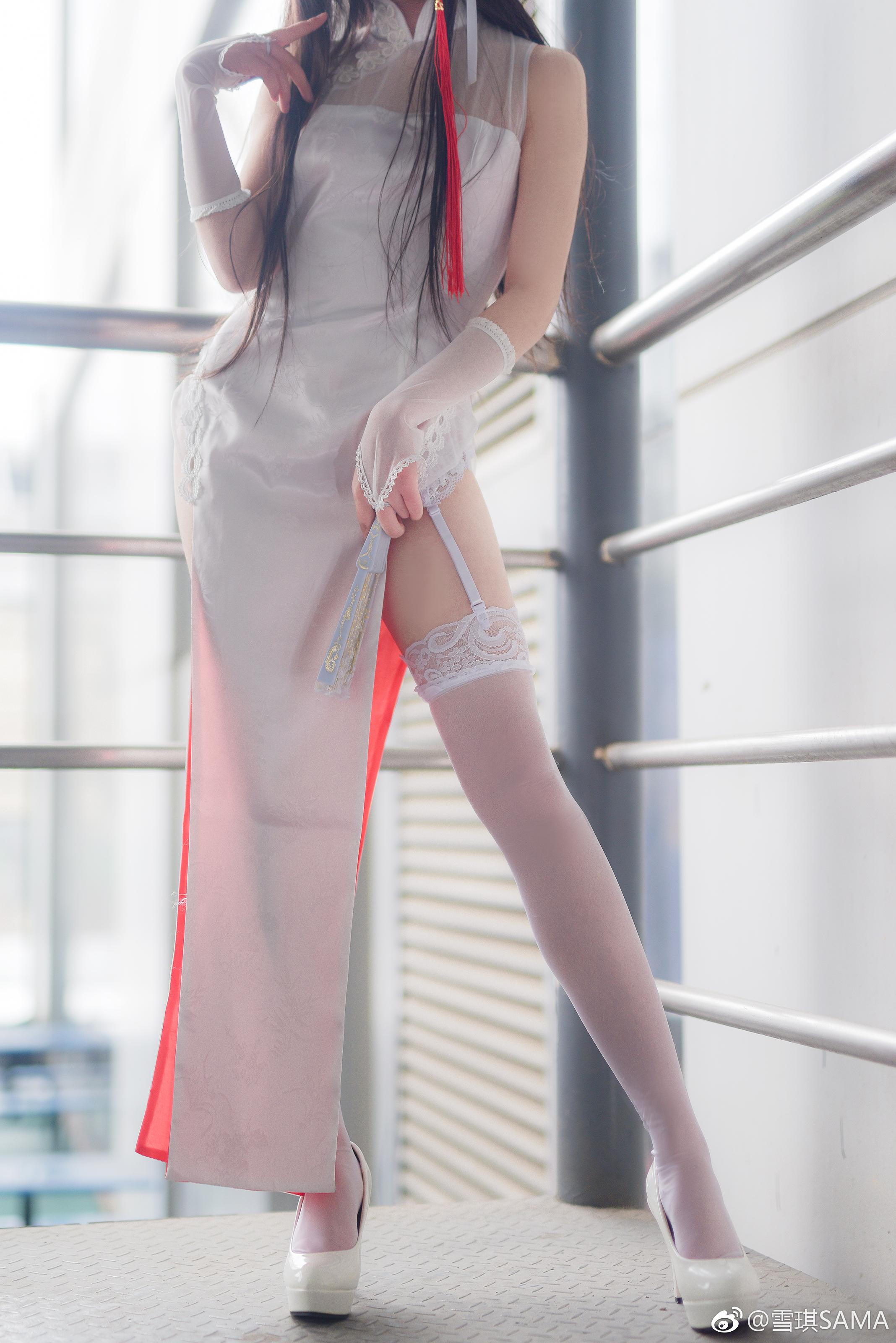 二次元腿控福利:雪琪SAMA的旗袍白丝吊带袜 美女写真-第3张