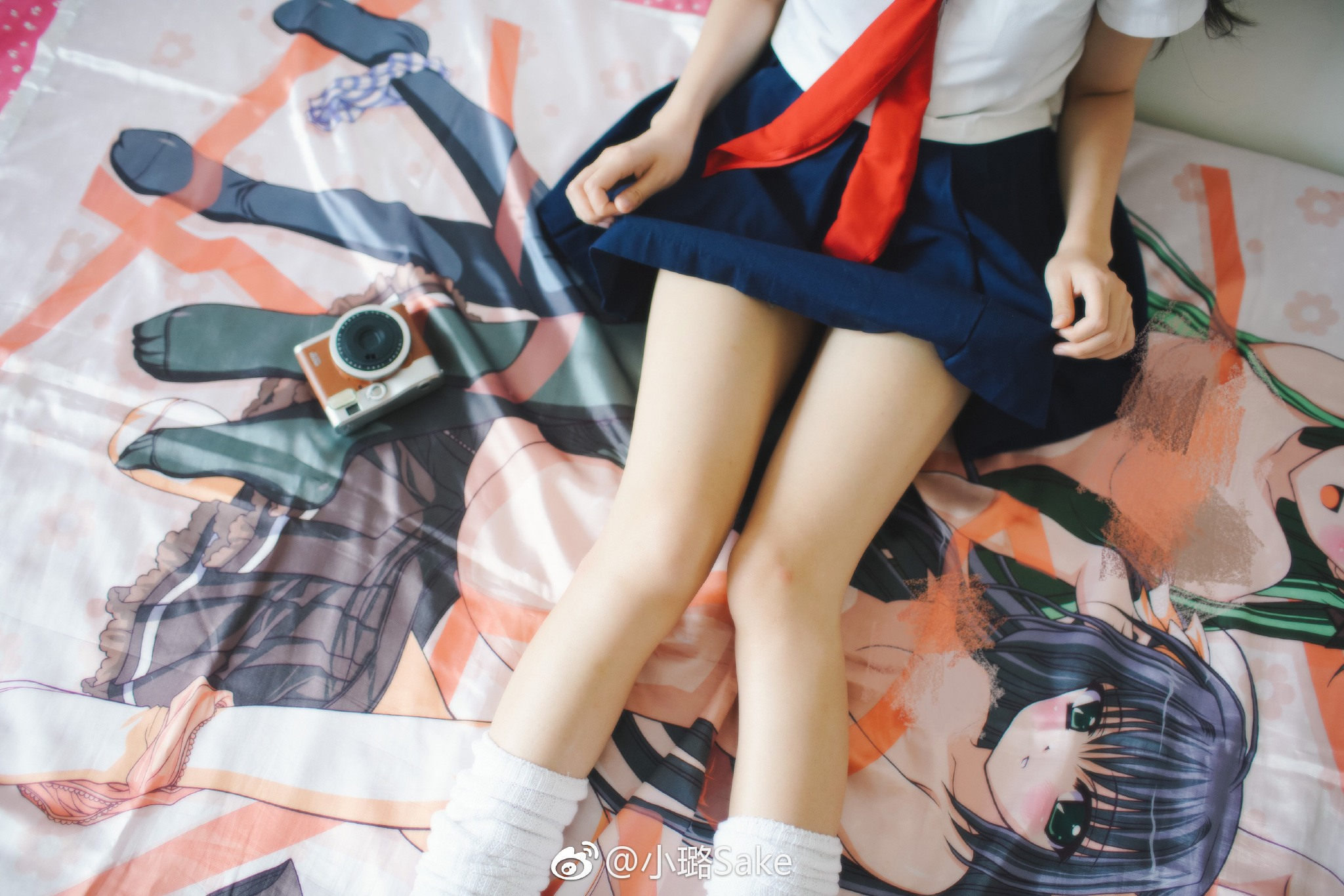 萌妹子制服福利图片,我喜欢床上那个相机!(9P)