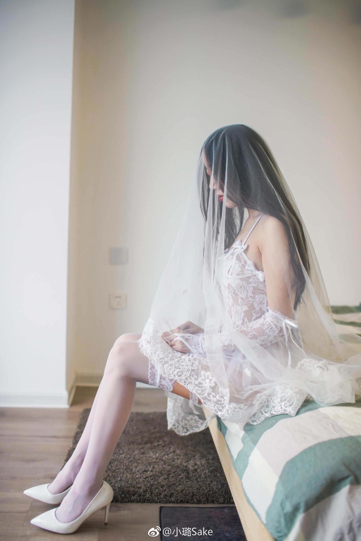 白丝美腿少女写真:透视短款蕾丝婚纱 美女写真-第1张