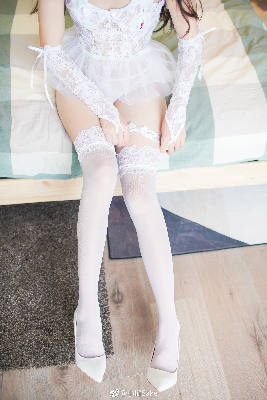 白丝美腿少女写真:透视短款蕾丝婚纱 美女写真-第3张
