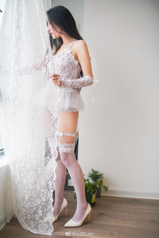 白丝美腿少女写真:透视短款蕾丝婚纱 美女写真-第5张