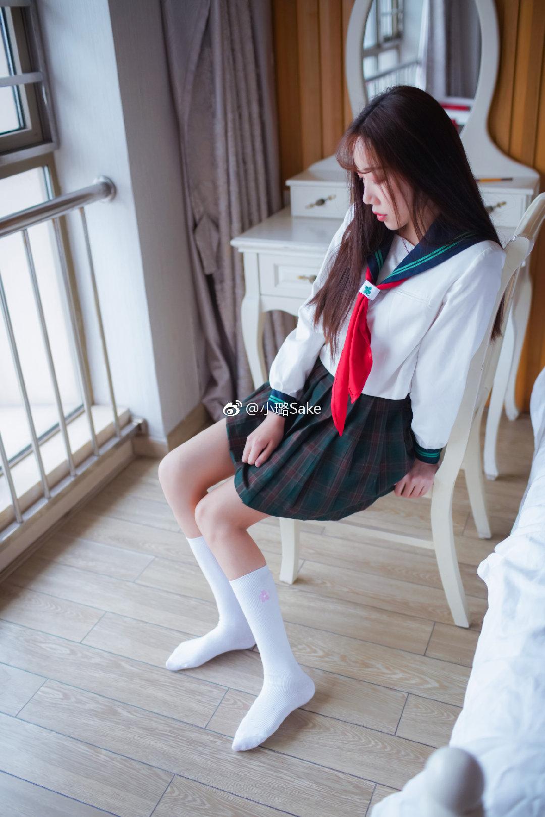 小璐Sake的制服丝袜,又到了做选择的时候了 美女写真-第6张
