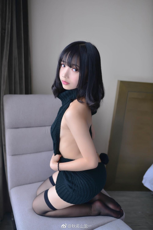 萌系小姐姐的露背毛衣私房写真 美女写真-第1张