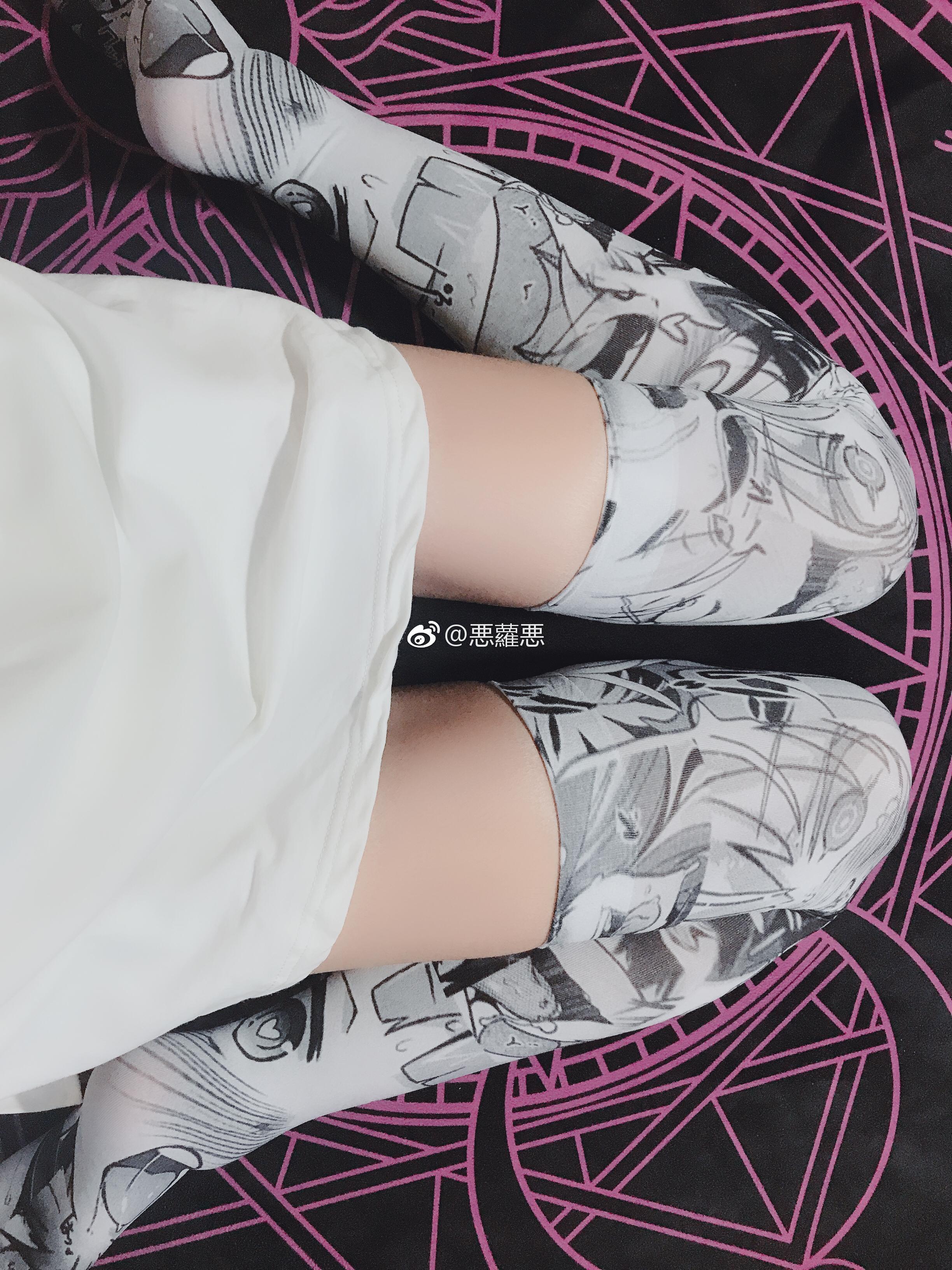微博妹子@悪蘿悪的二次元裤袜(含动图)(5P)