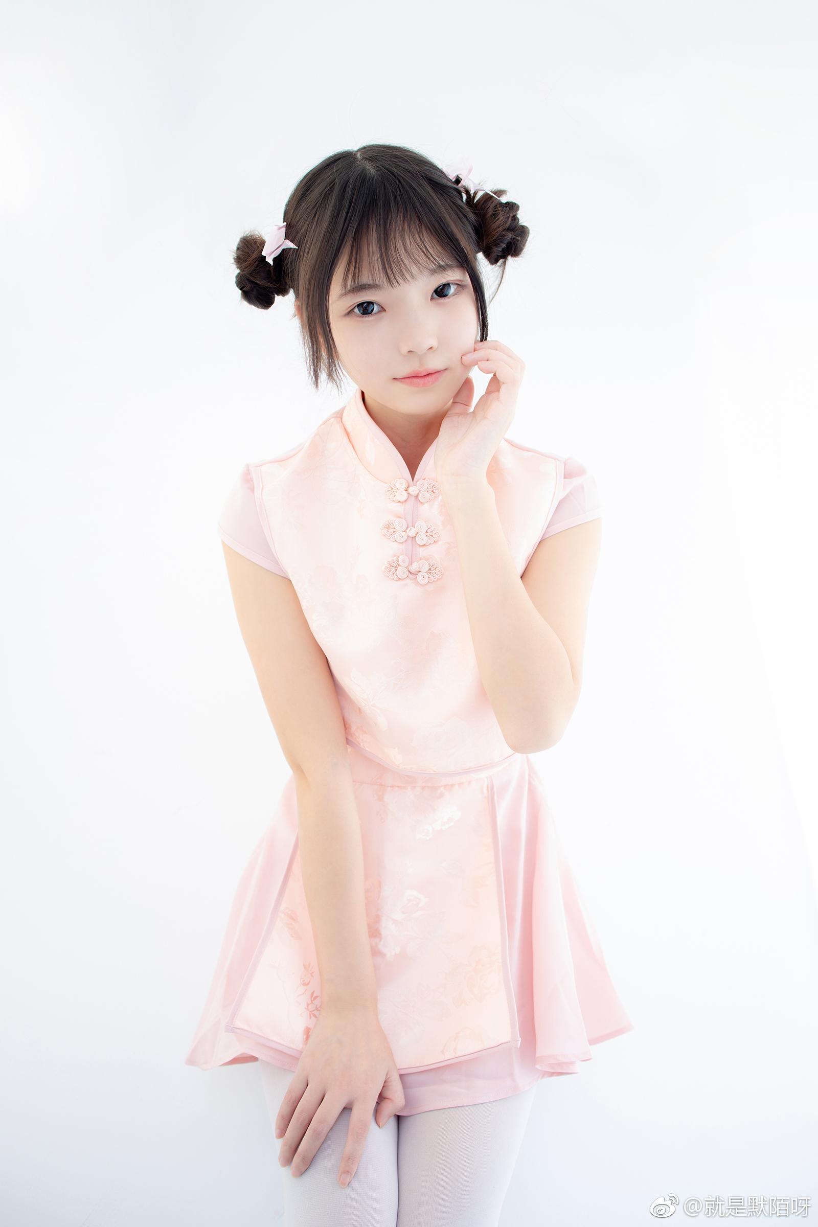 森萝财团X-052写真预览,丸子头妹子好可爱(9P)