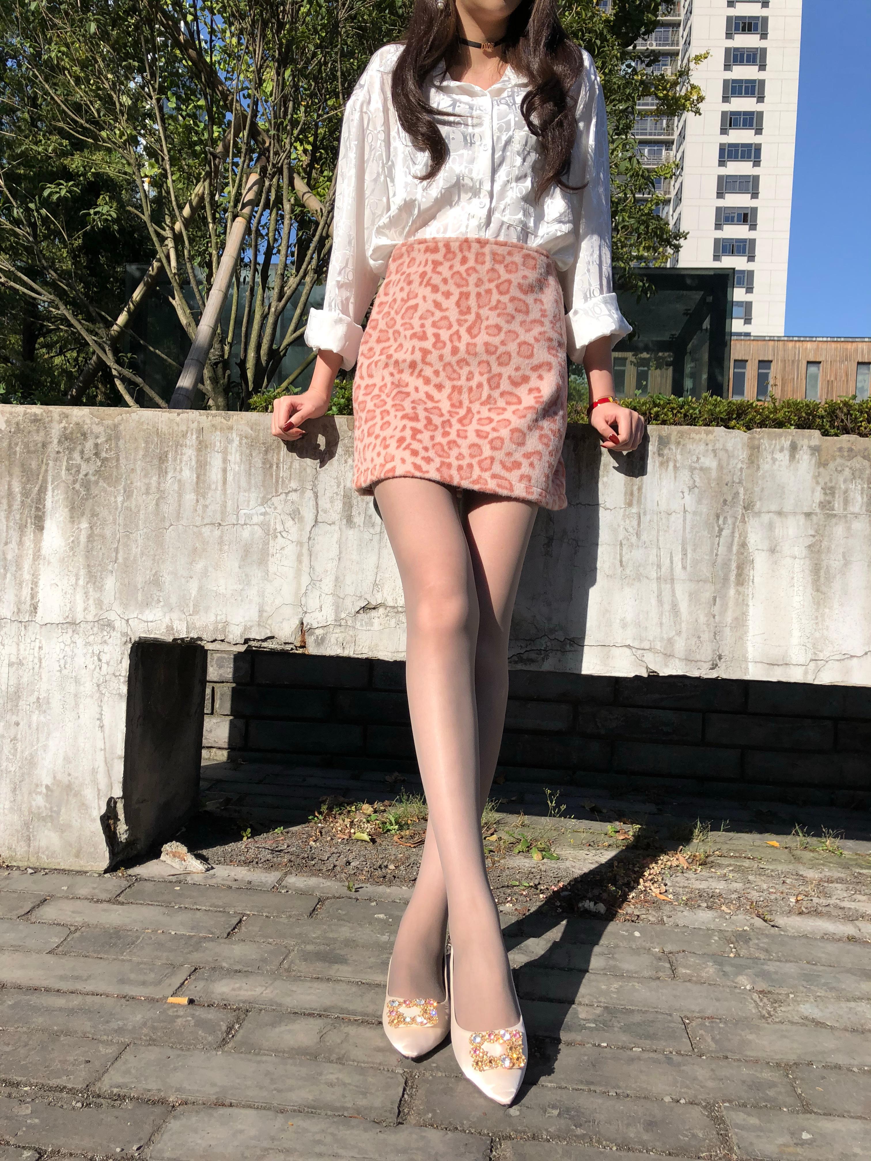 一个有点东西的小姐姐的丝袜日常(28P)