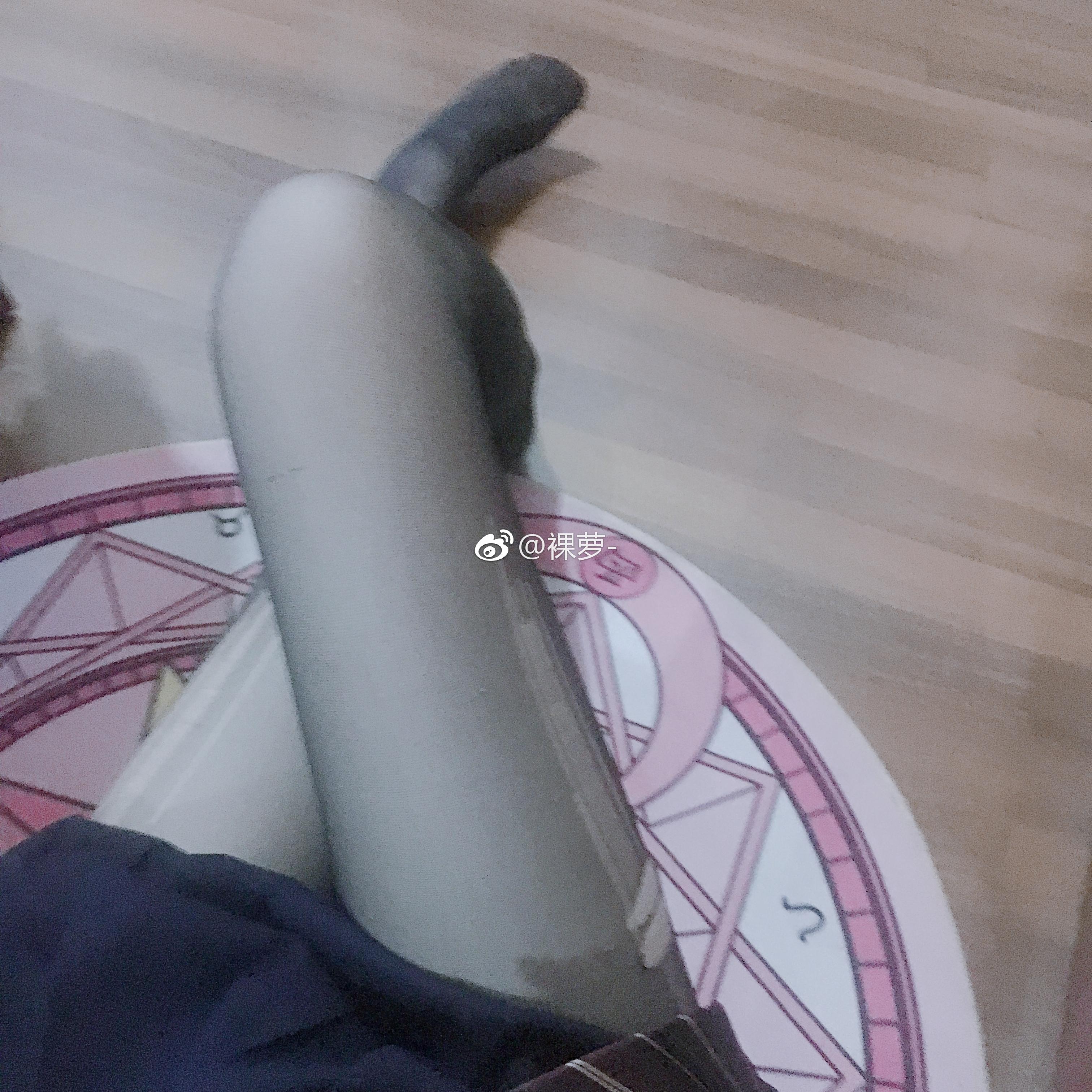 救救这个微博萝莉吧@裸萝,丝袜破了都买不起新的了(9P)