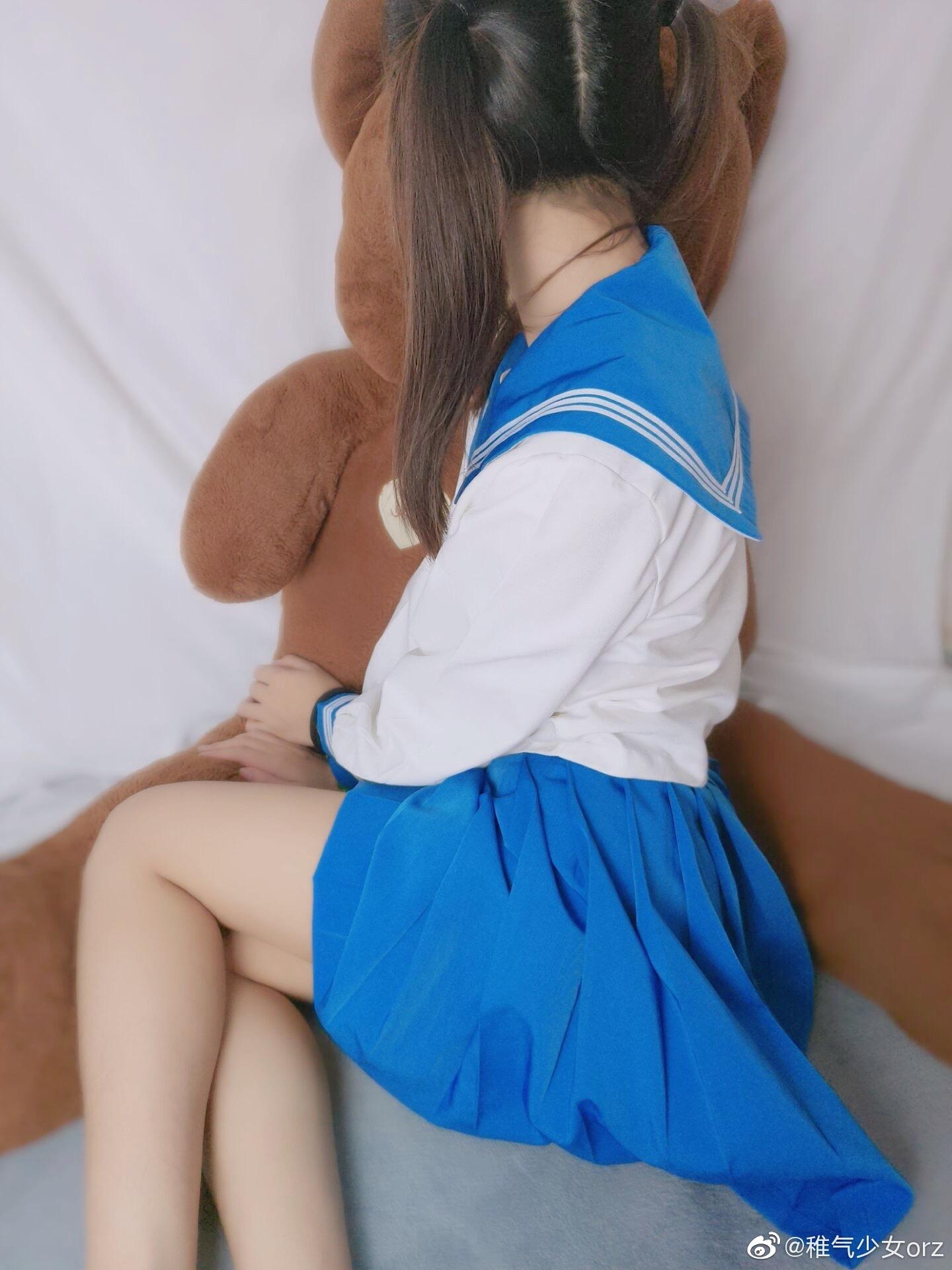 谁说男人花心的,我一直且永远喜欢穿制服的双马尾少女