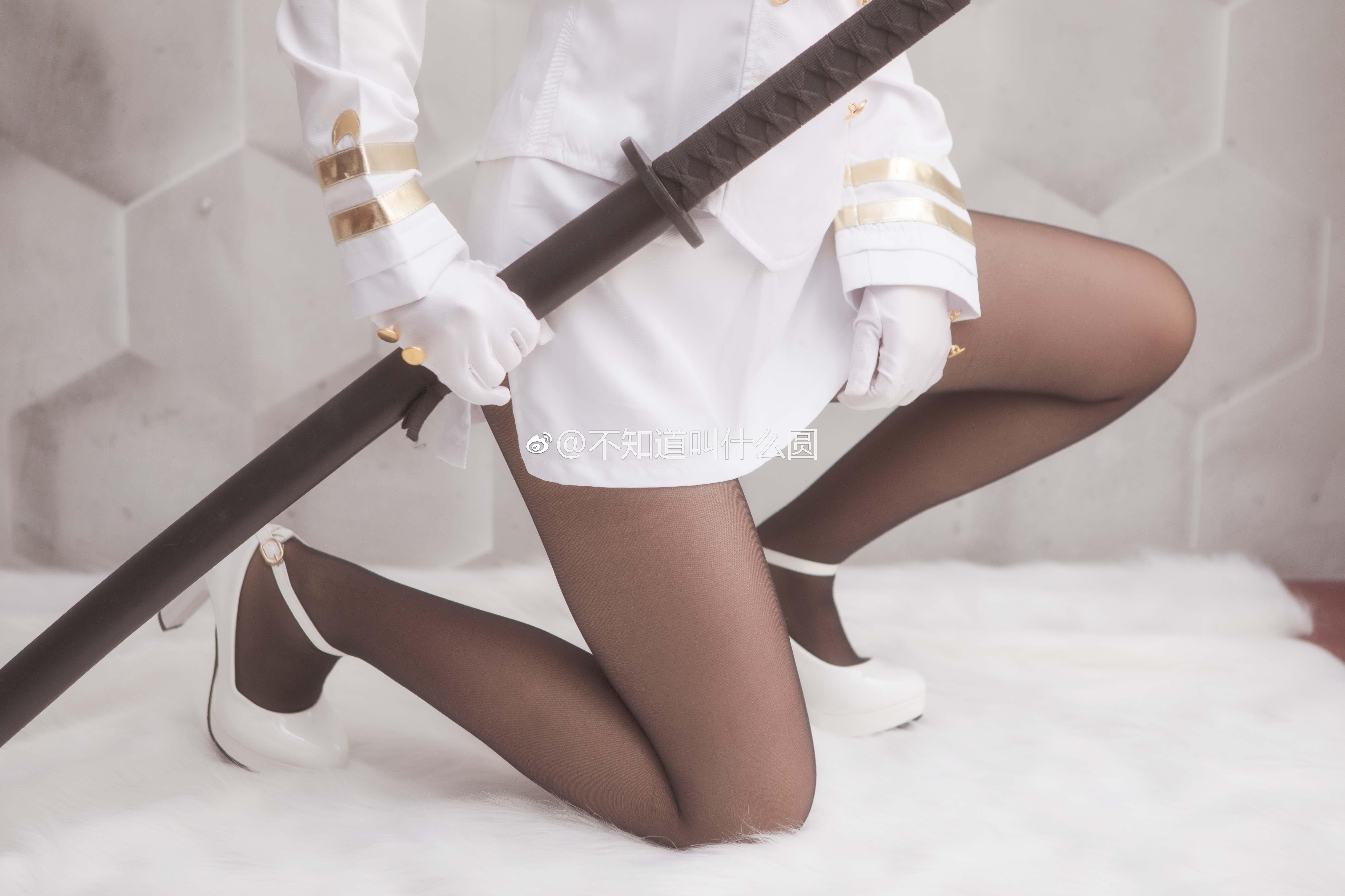 一组只有腿子的舰娘爱宕犬丝袜美腿Cos(9P)