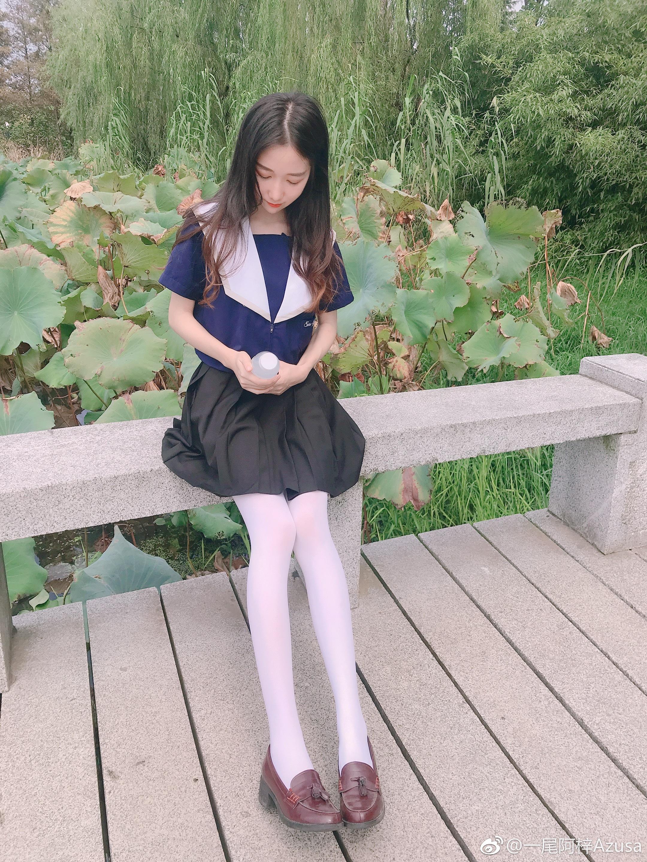 腿妹一尾阿梓白丝制服新腿照 美女写真-第9张