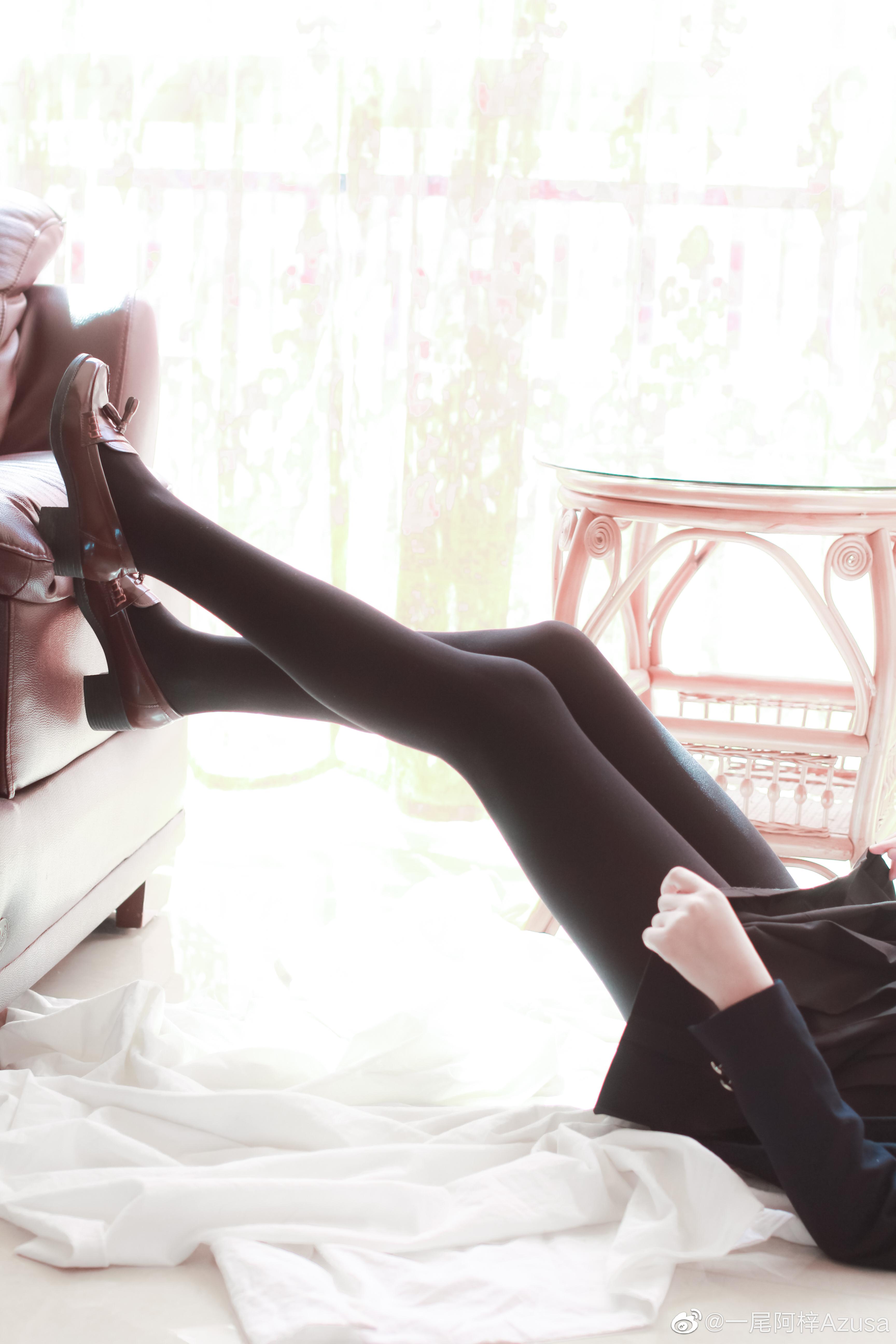 阿梓的腿子
