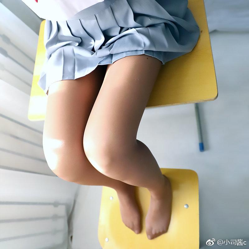 制服萌妹子的咖色丝袜怎么样?(9P)