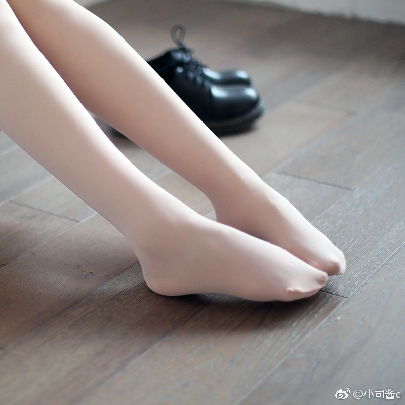 小司酱的60D浅粉色丝袜