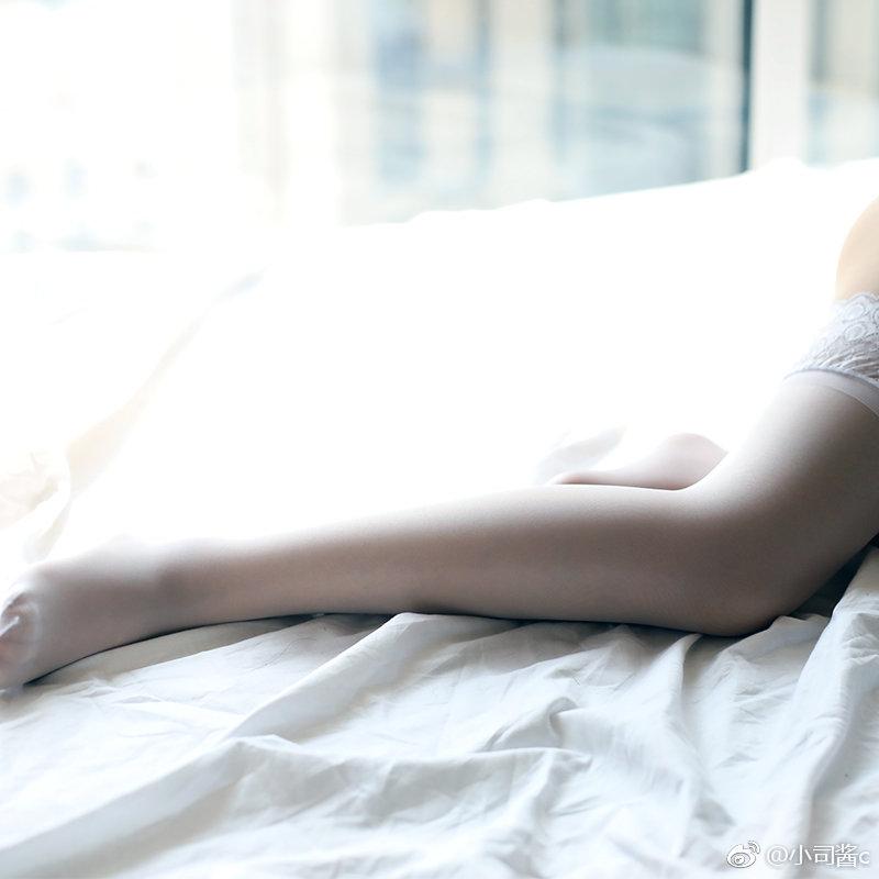 蕾丝花边白色丝袜