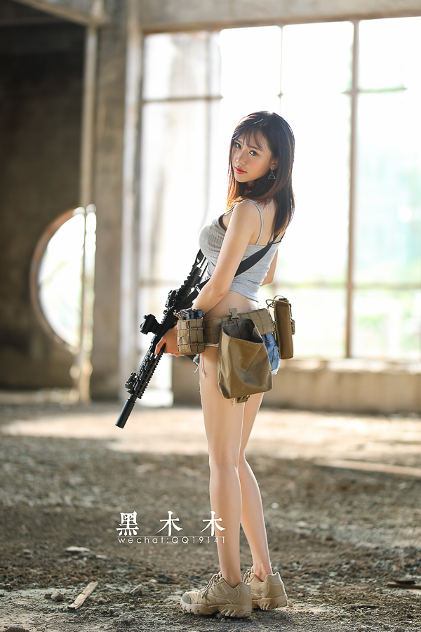 每日妹子图:持枪美女大胸大长腿问你想不想射?