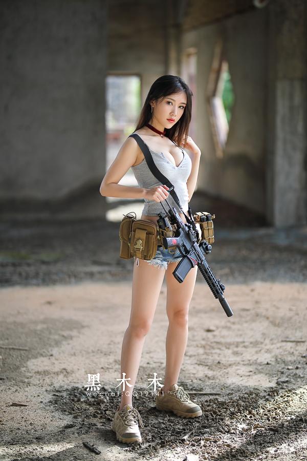 持枪美女大胸大长腿问你想不想射? 美女写真-第5张