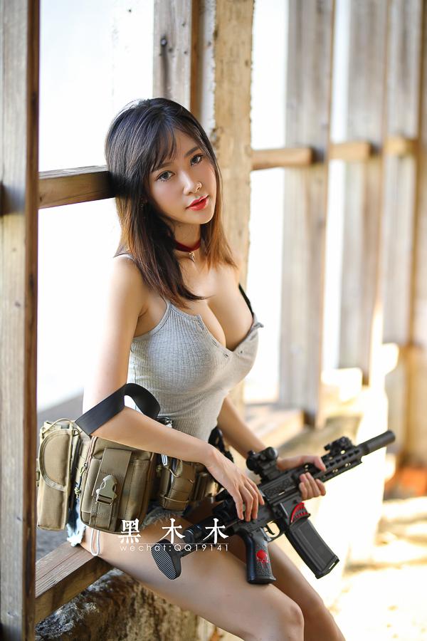 持枪美女大胸大长腿问你想不想射?(9P)