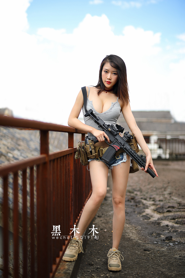 持枪美女大胸大长腿问你想不想射? 美女写真-第9张
