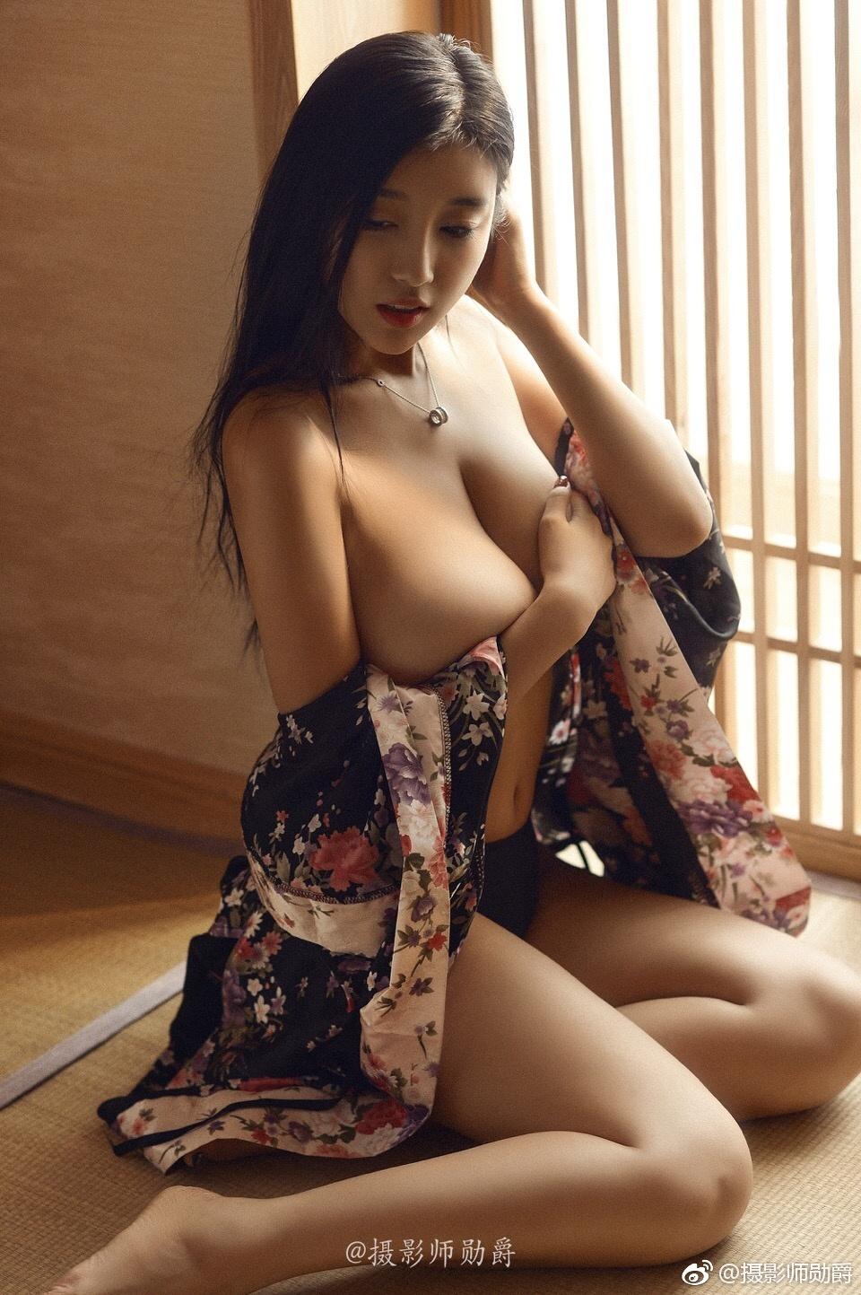 大尺度美女写真美图:拥有一对75F的胸是什么体验? 美女写真-第2张