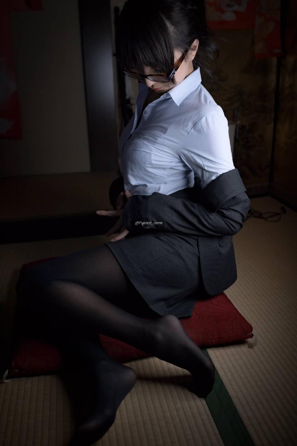 1024宅男社绅士丝袜足控福利:一组令人窒息的黑丝[39P]