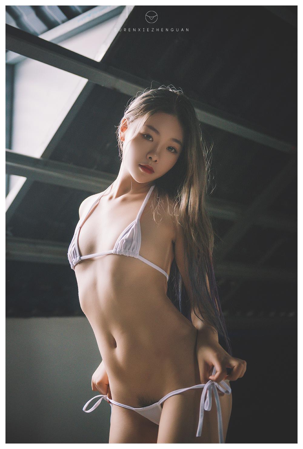 每日妹子图:性感JK制服与丝袜诱惑[16P]
