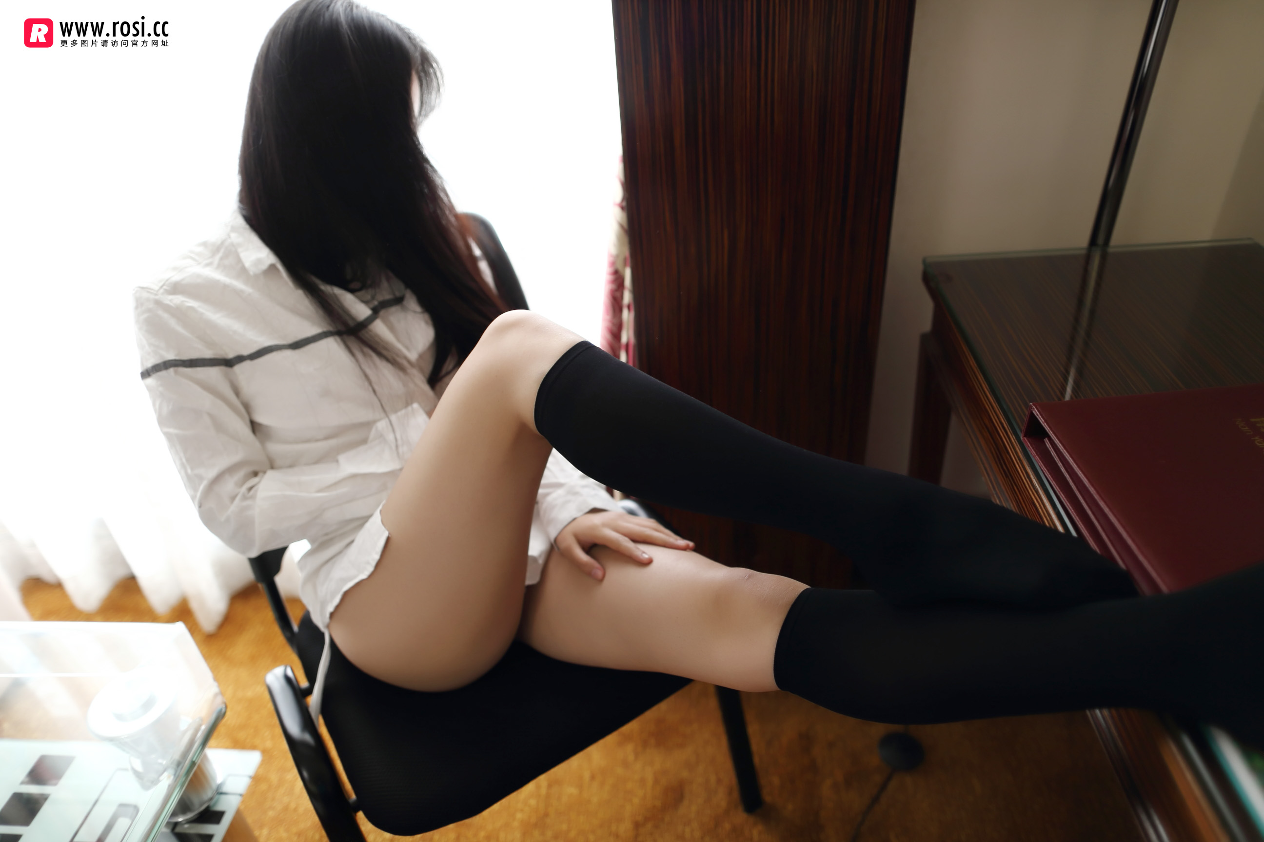 Rosi写真在线看:绅士入内,蓝白胖次伺候(22P)