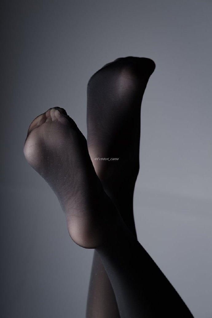 每日妹子图:令人窒息的丝袜(31P)