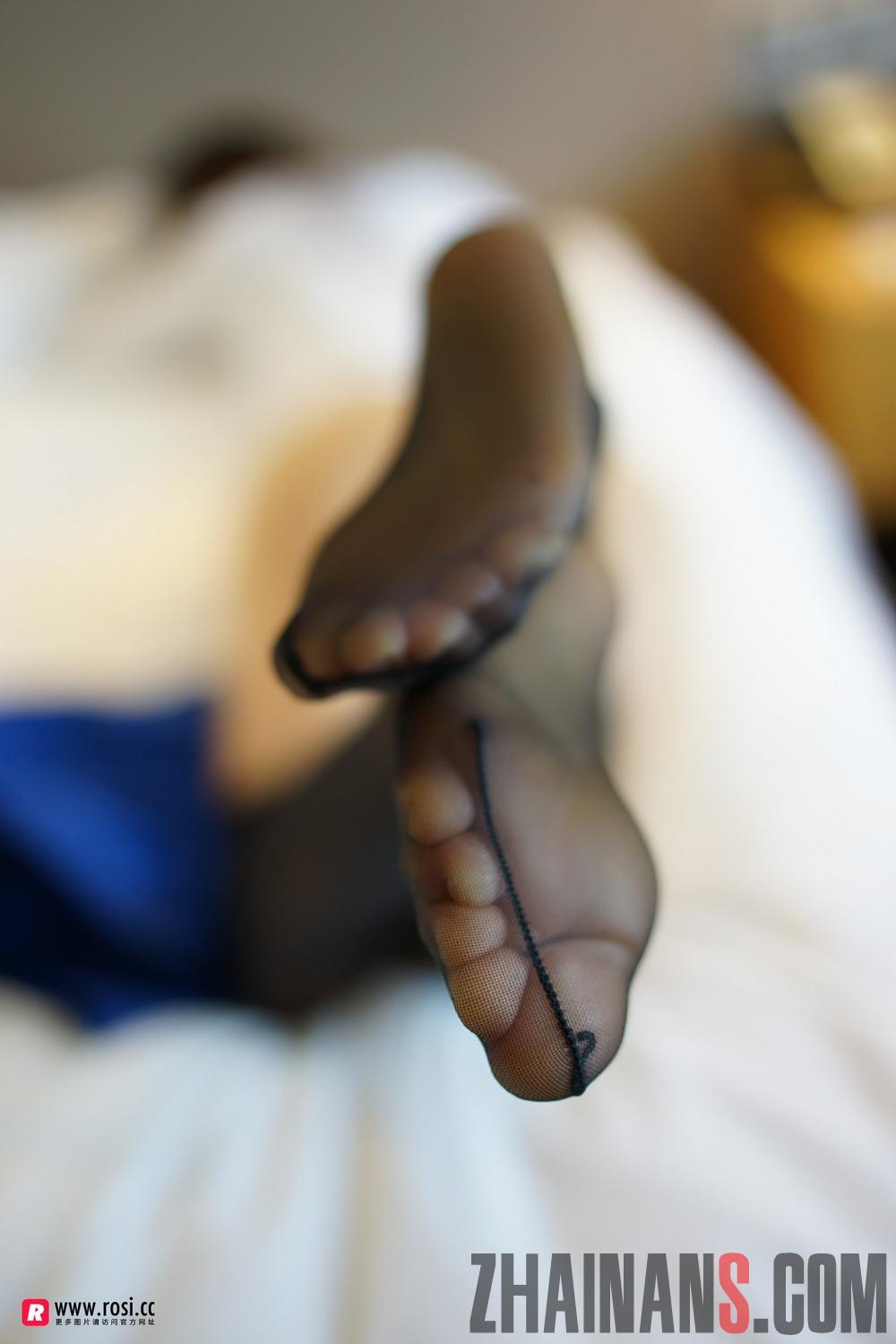 rosi丝袜美腿写真福利:无内连裤袜的诱惑(附下载)