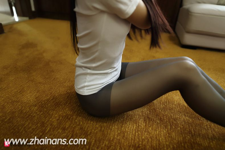 黑丝美臀Rosi写真在线看:No.2223透视连裤袜