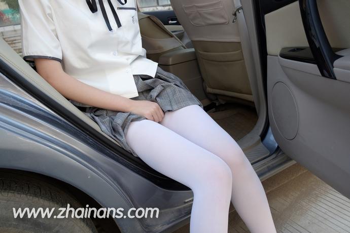 森萝财团付费资源:车内的制服白丝萝莉R15-023(75P)
