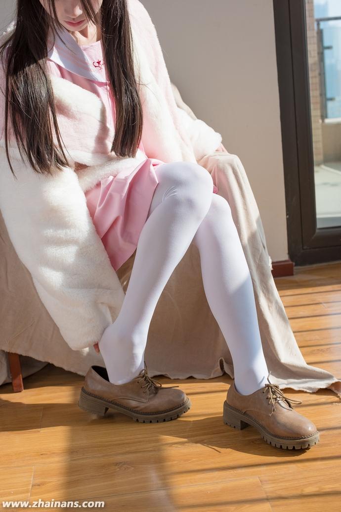 白丝袜足控福利:森萝财团精选付费写真BETA-013
