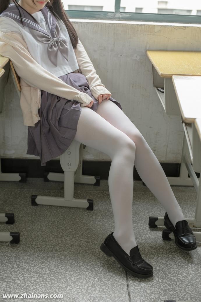 森萝财团收费套图免费下:X-017白丝制服双马尾少女