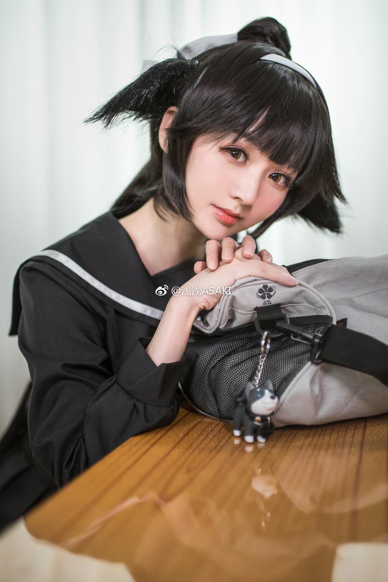 萌妹子的碧蓝航线黑丝制服Cosplay(9P)